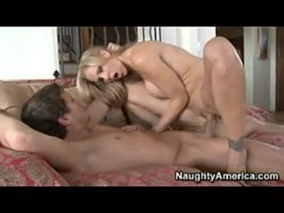Репетиторша по музыке соблазнила парня и заставила себя трахнуть - seduced by a teacher , milf mature mom blonde , anal , tits