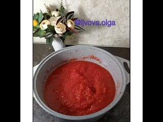 ДОМАШНИЙ КЕТЧУП✅ Перекрученные помидоры 2,5 л✅ Перец болгарский 3-4 шт✅ Перец острый 1 шт (по желанию)✅ Лук 300 г✅ Чеснок 2