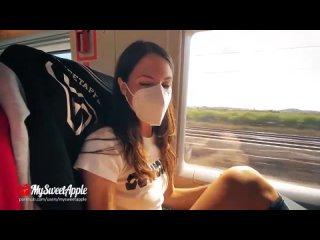 Парень с девушкой занимаются сексом в поезде порно