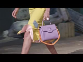 Показ мод Versace Spring Summer 2021