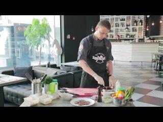 Медальоны из говядины с вишневым соусом [Мужская Кулинария]