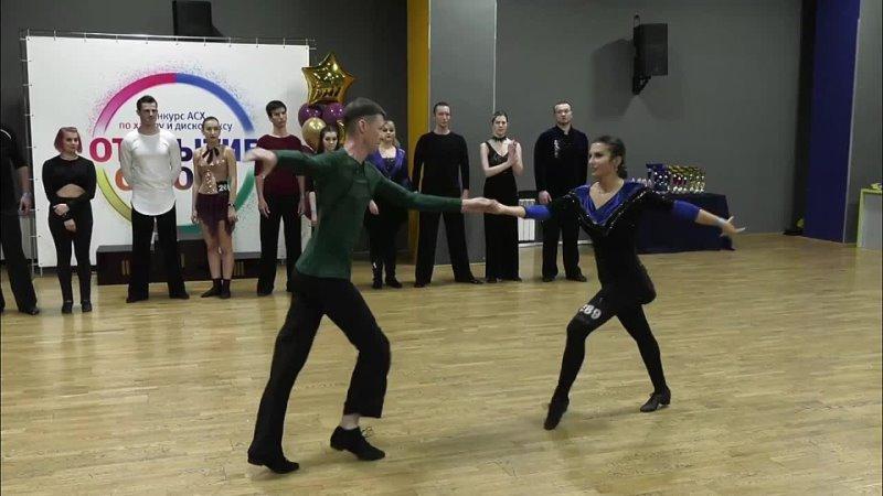 Преподаватели продолжающей группы Анастасия Ильина и Петр Мамонов