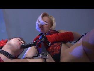 Госпожа и раб(бдсм атрибутика, страпон, унижение)