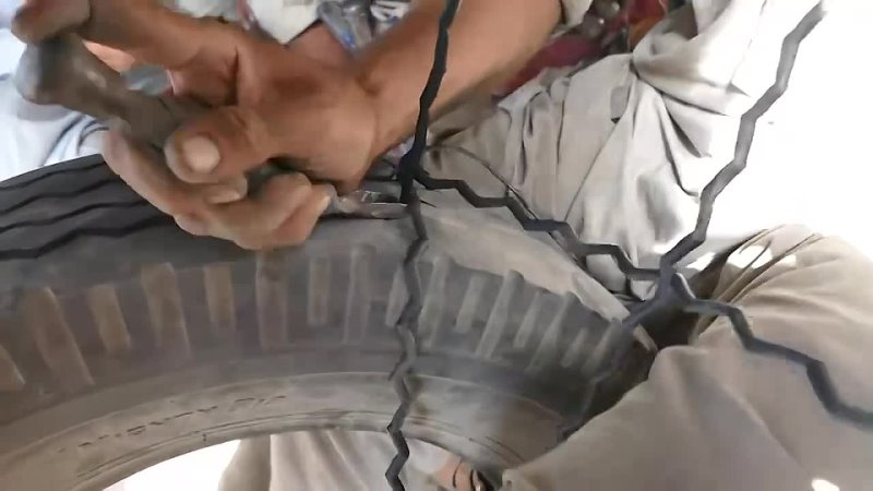 Искусная нарезка протектора на старой лысой покрышке