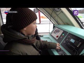 «Елка желаний»: вице-премьер Виктория Абрамченко устроила для 11-летнего Миши экскурсию в кабину машиниста