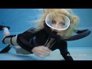 Vintage scuba girl in the pool