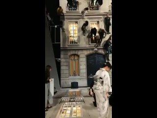 Удивительная иллюзия, созданная с помощью гигантского зеркала. Музей Мори, Токио 😱