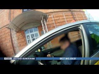 В Бресте пьяный водитель автомобиля такси заснул за рулем на тротуаре