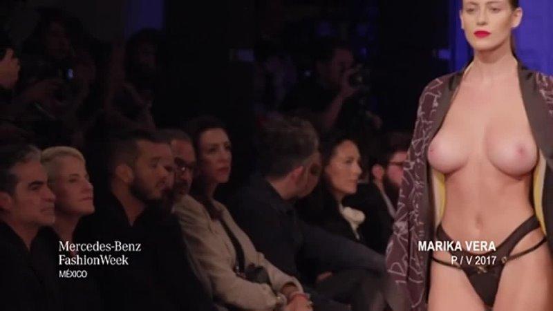 Алехандра Гилман голая на показе мод
