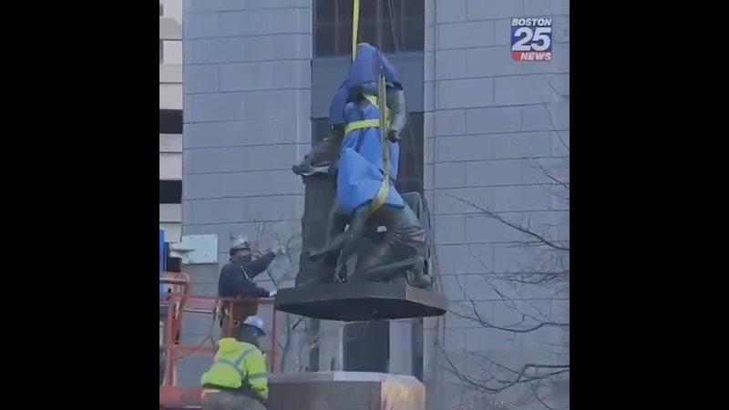 Перед НГ 2021 был демонтирован монумент Линкольну-освободителю (Памятник Освобождению) в Бостоне
