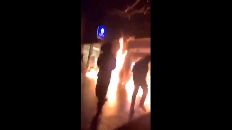 В Брюсселе бесчинствуют мигранты, которые разгромили полицейский участок (13 января 2021)