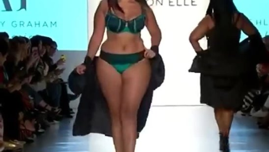Catwalk curves at New York Fashion Week Yes or - Superstar Magazine