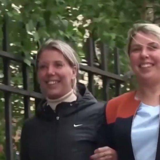 Разлученные близнецы встретились 35 лет спустя