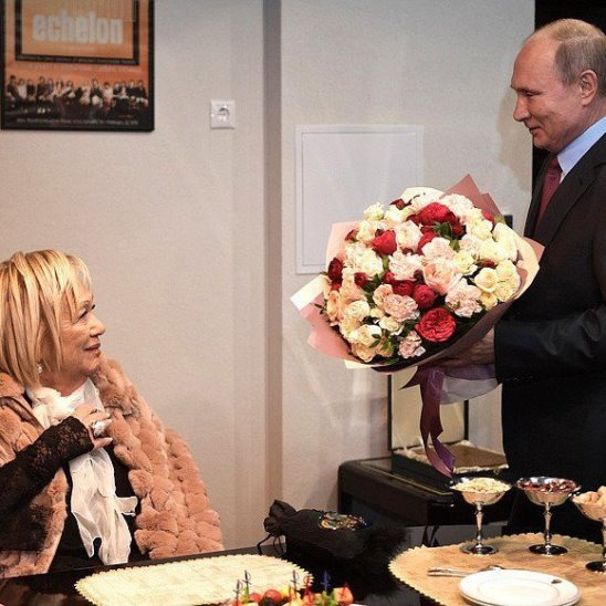 Путин поздравил Галину Волчек