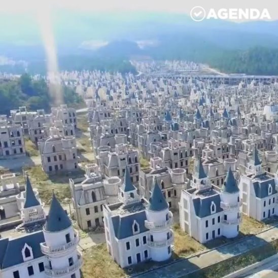 Город-призрак из «диснеевских замков»