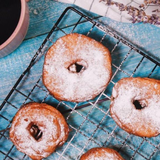 Яблочные пончики от Woman.ru