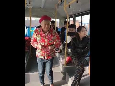 Как китаец слушал музыку и так напугать людей