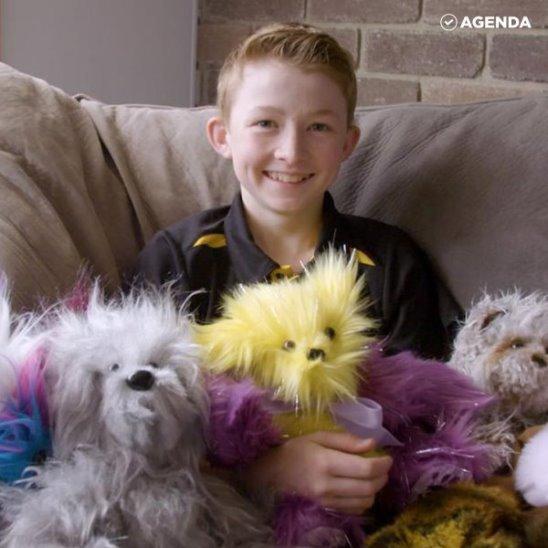 12-летний Кэмпбелл Рэмесс шьёт медведей в подарок больным детям