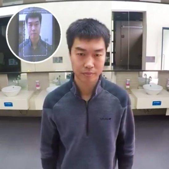 Скан лица для выдачи туалетной бумаги