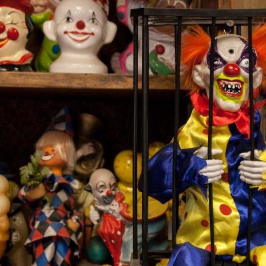 Страшный мотель с клоунами