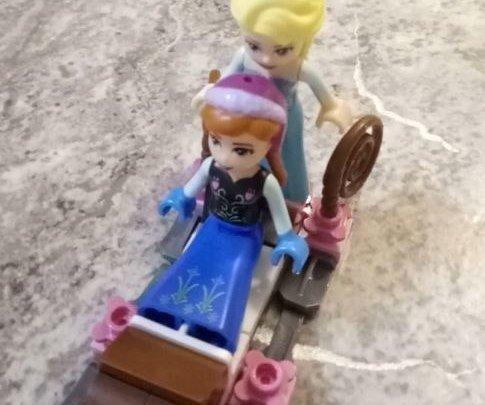 Анна и Эльза по ту сторону портала