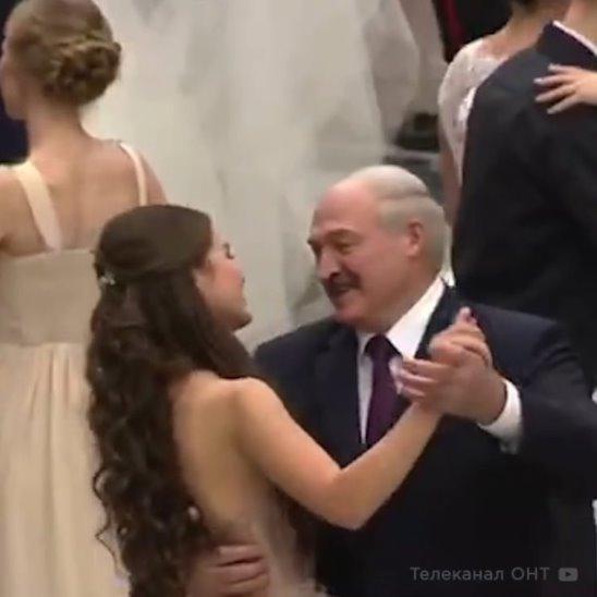 Лукашенко станцевал с Мисс Беларусь