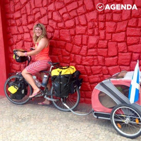 Девушка колесит по миру, спасая собак
