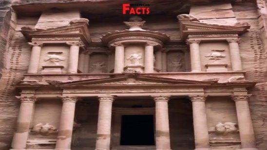 Петра – знаменитый археологический объект, расположенный в пустыне в юго-западной части Иордана.