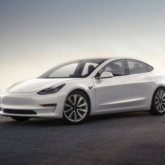 Tesla снижает цену на бюджетную Model 3