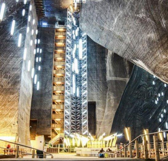 Этот фантастический развлекательный парк находится в средневековой соляной шахте на глубине больше 100 метров