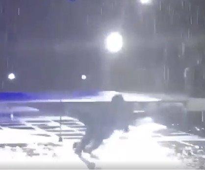 Дима Билан довел поклонниц до слез и упал в бассейн
