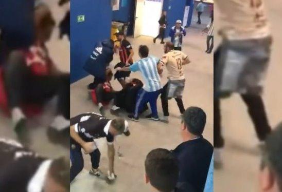 Аргентинские фанаты сорвали злость на хорватском болельщике после разгрома сборной