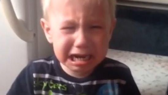 """Мальчик просит маму спеть песню """"Пропала собака"""""""