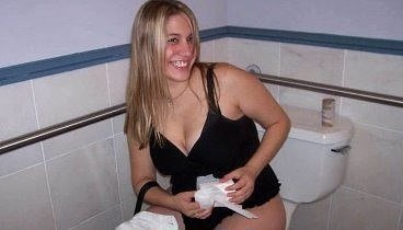 Где то в Москве, в каком то женском туалете
