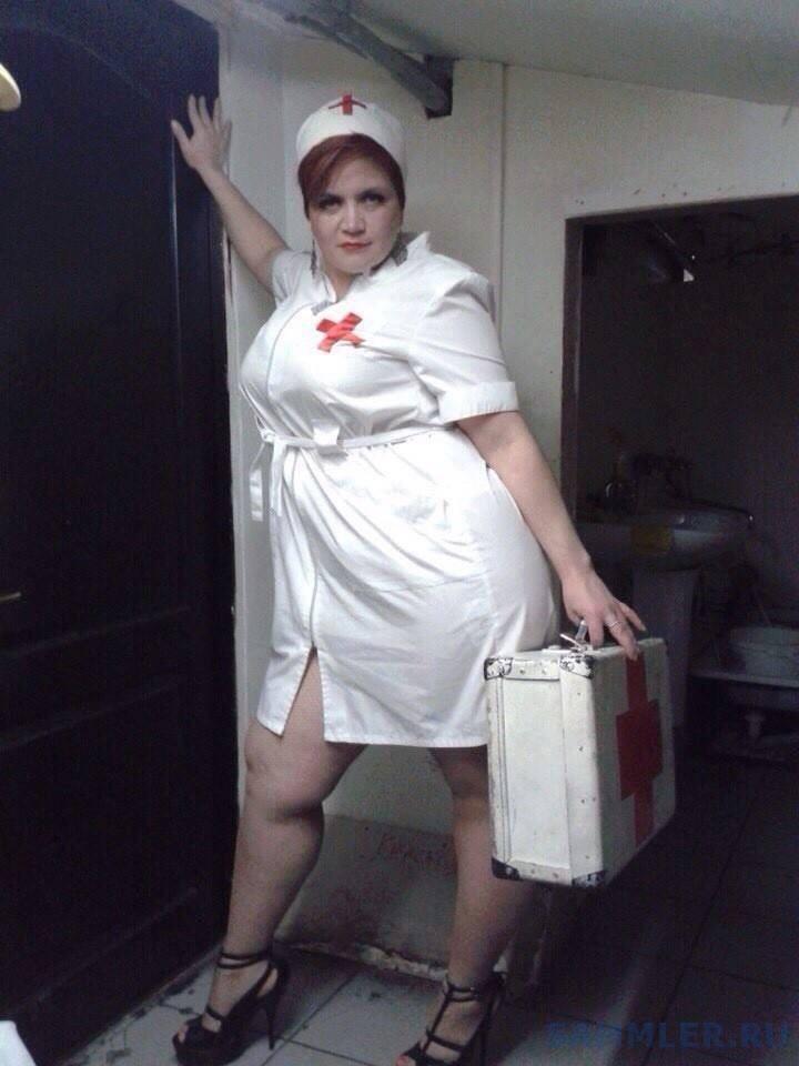 Картинки по запросу Женщина в костюме медсестры возбуждает мужчину потому что