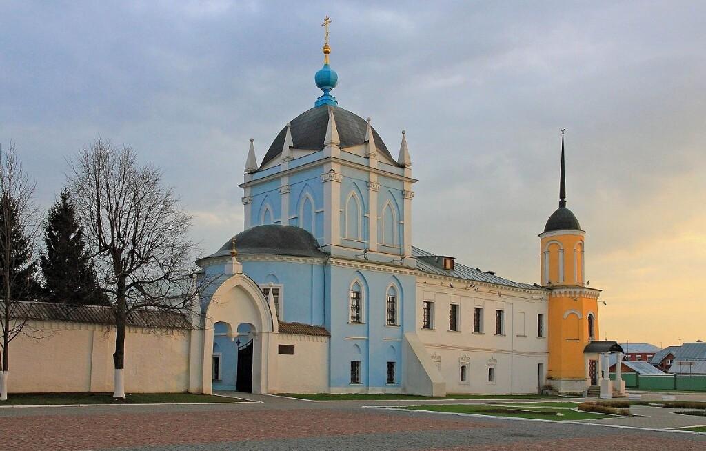 Достопримечательности Коломны: Свято-Троицкий Ново-Голутвин монастырь