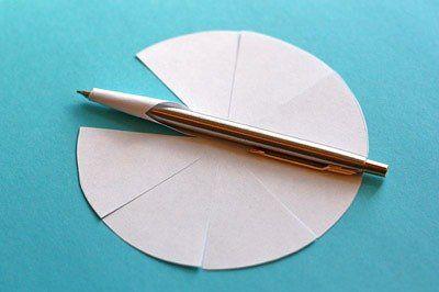 Объемные елочные игрушки из бумаги