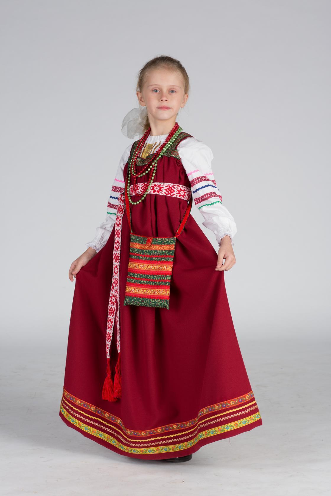 35b8b72a719 Сегодня на фотофоруме  яркий сарафан в русском народном стиле. За основу  была взята выкройка платья из Burda 9  2009