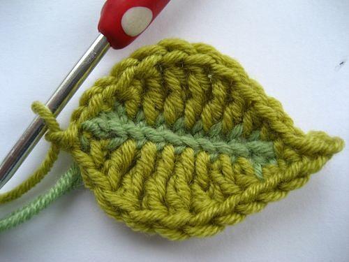 как связать простой красивый листик крючком