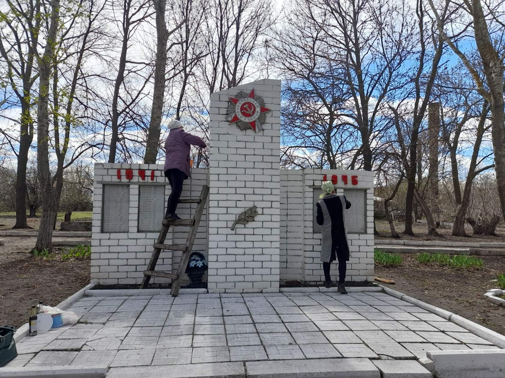 Работники домов культуры сёл района  приводят в порядок сельские мемориалы и продолжают участвовать в акции «Сад памяти»