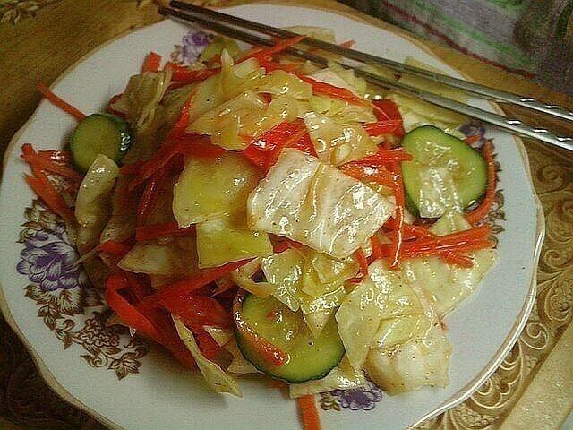 Салат из капусты и огурцов по корейски.