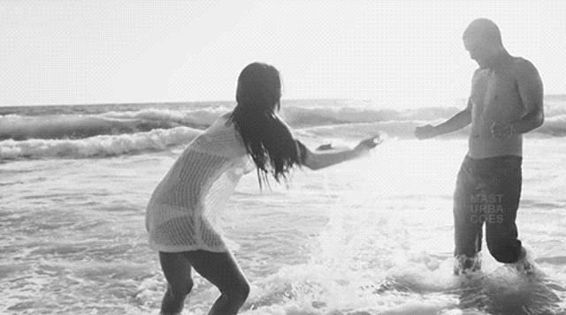 Гифка вдвоем на море, разном видении красивая