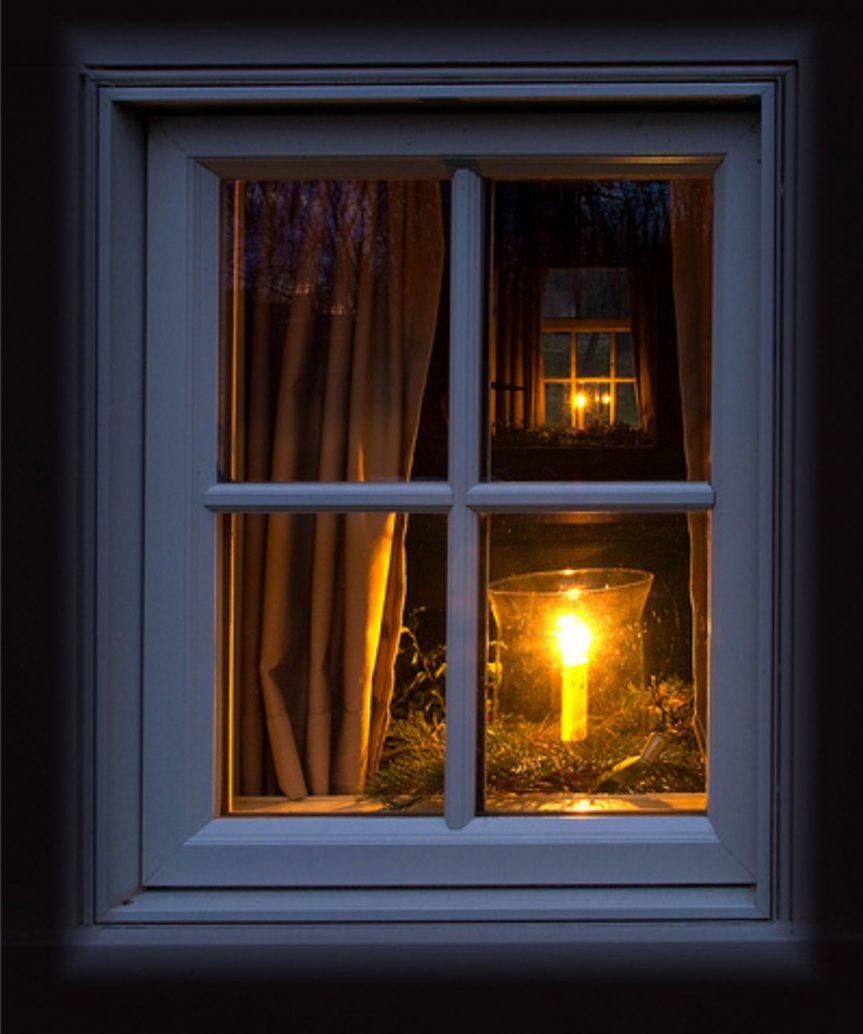 Фото свет в ночном окне