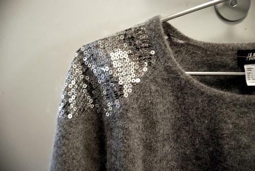 как украсить вязаный свитер