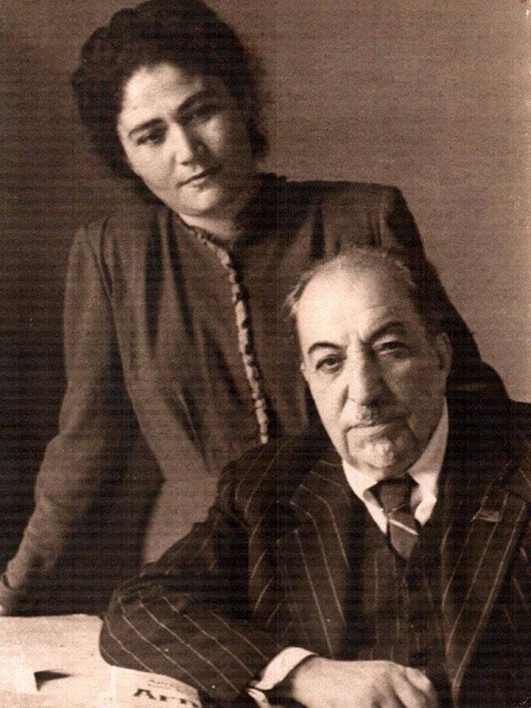 Поэтесса Сильва Капутикян с Великим Мастером слова Аветиком Исаакяном.