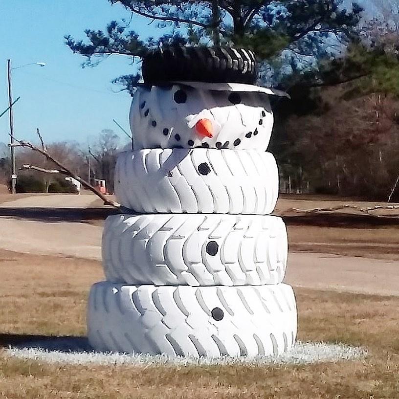завершены поделки с покрышек фото снеговик медведь сделал официальное сообщение