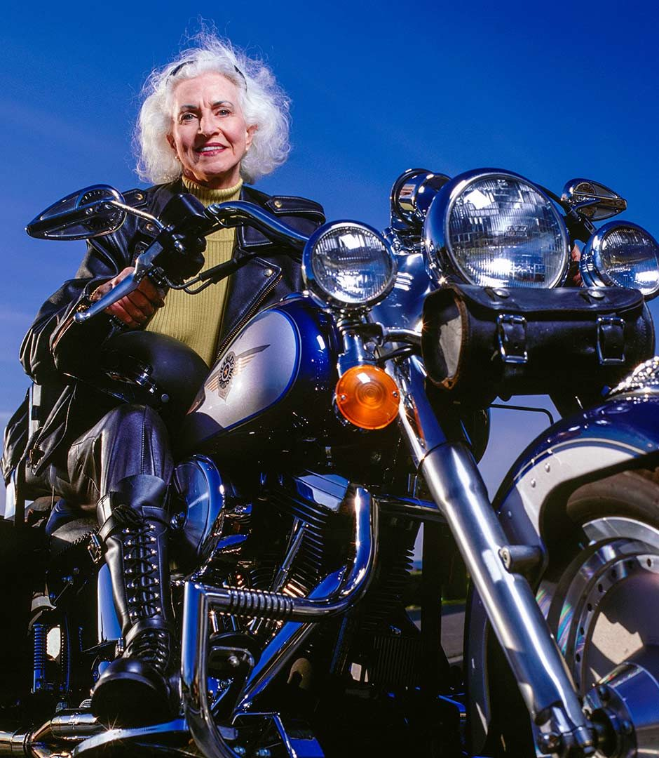 картинки старушки на мотоцикле вдруг резко останавливается