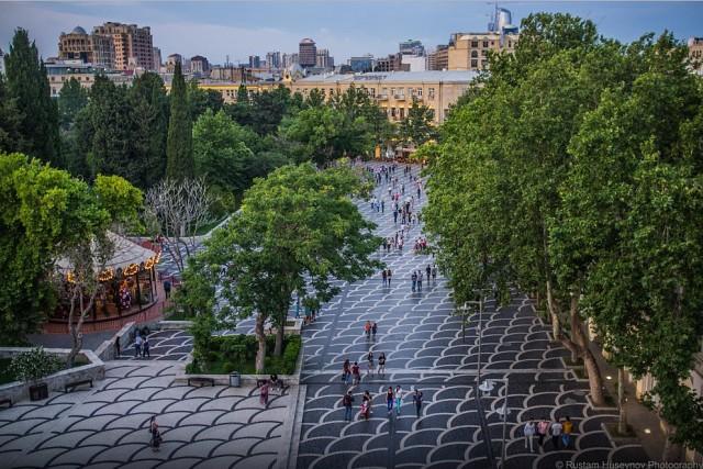 Баку входит в топ-3 городов СНГ у туристов летом 2017 года — AZRU | 427x640