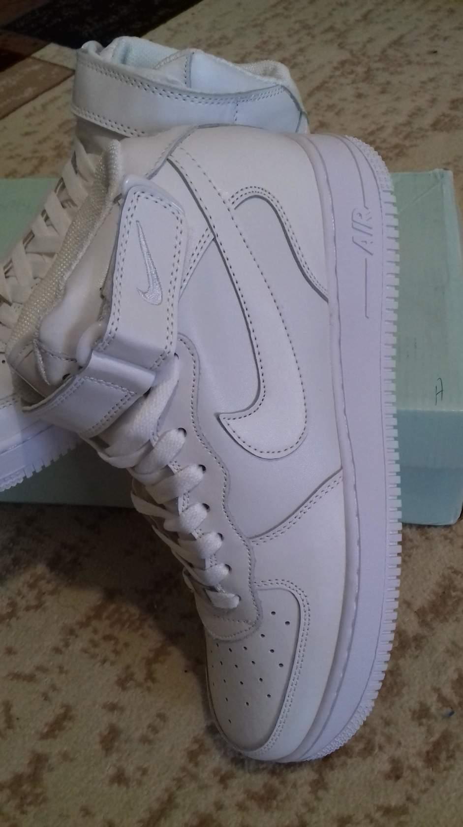 e5baeb2f продаю кроссовки , новые оригинал , Nike Air Force 1 ,белый верх кожа  внутри текстиль , размер 43 , унисекс, покупали без меня в Москве размер не  подошёл ...