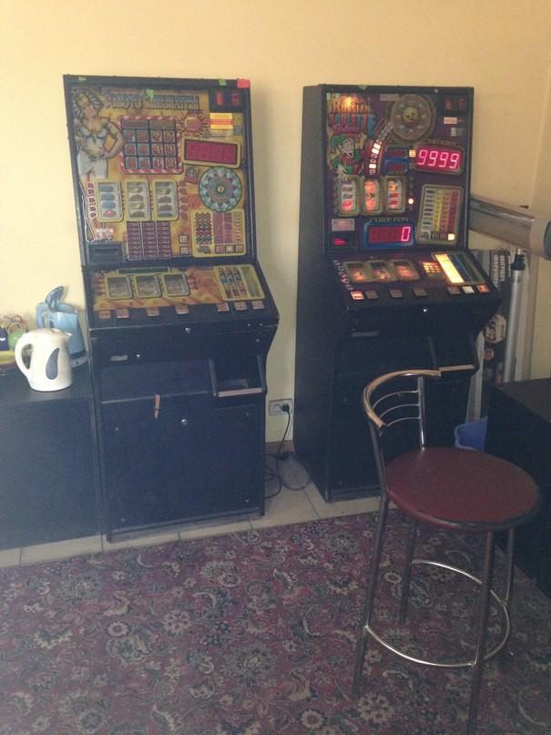 Игровые автоматы в перевальске роблокс играть карты